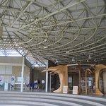 Tiene un amplio museo donde encontraras mucha informacion del sitio.