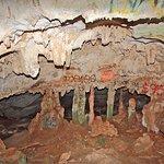 صورة فوتوغرافية لـ Hatchet Bay Cave