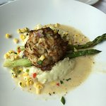 Crab cake lunch entree