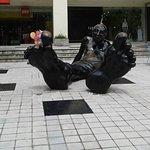 Escultura sobre la Avenida Escazú