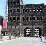 Foto di Black Gate (Porta Nigra)