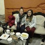 Mayra y Maria combatiendo el frío con infusiones y sopas