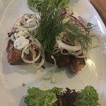 Ребра свиные, лук маринованный в домашнем пахучем масле( на любителя)
