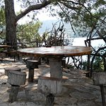 Столик с видом на море