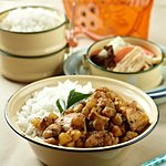 Dry curry: Chicken stir fried in curry and curry leaf spices