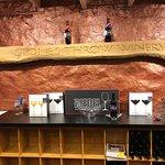 Zdjęcie Stone's Throw Winery