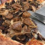 Foto de Max's Coal Oven Pizzeria