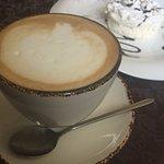 Кофе и десерт божественны
