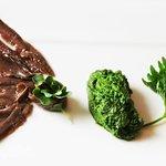 Acciughe del Cantabrico con salsa verde e burro  -  Foto di Lisa Fontana / Taste and Style