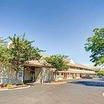 Days Inn & Suites by Wyndham Monroe