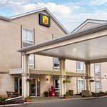 Super 8 by Wyndham Airdrie AB