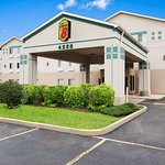 Super 8 by Wyndham Aurora/Naperville Area