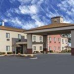 Comfort Inn Batavia-Darien - Amusement Park Area