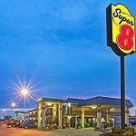 Super 8 by Wyndham Shawnee