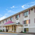Super 8 by Wyndham Omaha West L St NE