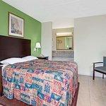 1 Queen Bed Room
