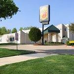 Super 8 by Wyndham Garland/Rowlett/East Dallas Area