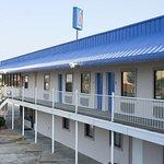 Motel 6 Winnie