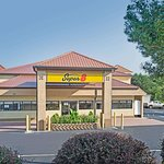 Super 8 by Wyndham Suwanee