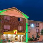 Super 8 by Wyndham Waco University Area