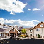 AmericInn by Wyndham Hotel and Suites Long Lake