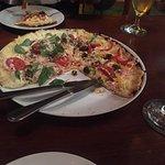Pizza com a borda queimada! Pedimos para trocar, aguardamos por 20 minutos e nada foi feito.