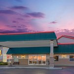 Super 8 by Wyndham Portage la Prairie MB
