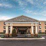 Econo Lodge Inn and Suites Monroe