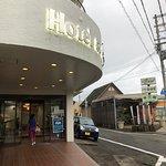 酒店正門,就在JR紀伊勝浦旁