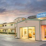 Travelodge by Wyndham Roseburg Riverfront