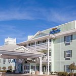 Welcome to the Baymont Inn and Suites Decatur