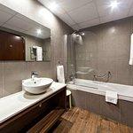 Golden Tulip Vivaldi Bathroom