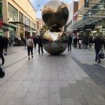 Photo de The Mall's Balls Statue