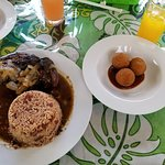 Jerk chicken, rice and beans, Gecko balls