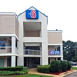 Motel 6 Raleigh North