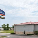 Howard Johnson by Wyndham West Fargo