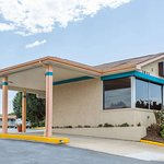 Travelodge by Wyndham Ridgeway Martinsville Area