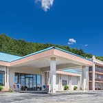 Howard Johnson Hotel & Conference Center by Wyndham Salem