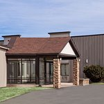 Howard Johnson by Wyndham Miramichi Hotel & Suites