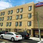 Howard Johnson by Wyndham Brooklyn