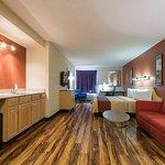 Red Roof Inn & Suites Philadelphia - Bellmawr