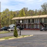 Econo Lodge Inn & Suites Near Split Rock And Harmony Lake