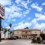 Knights Inn & Suites Bakersfield