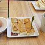 奥がカヤトースト、手前がピーナッツバター