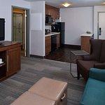 卡爾加里大學西北希爾頓恆庭套房飯店