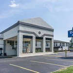 Days Inn & Suites by Wyndham Columbus East Airport
