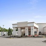 Days Inn & Suites by Wyndham Cincinnati