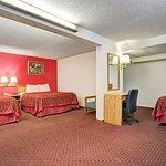 3 Queen Bed Room