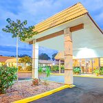 Days Inn by Wyndham St. Petersburg Central