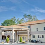 Days Inn & Suites by Wyndham Niagara Falls/Buffalo